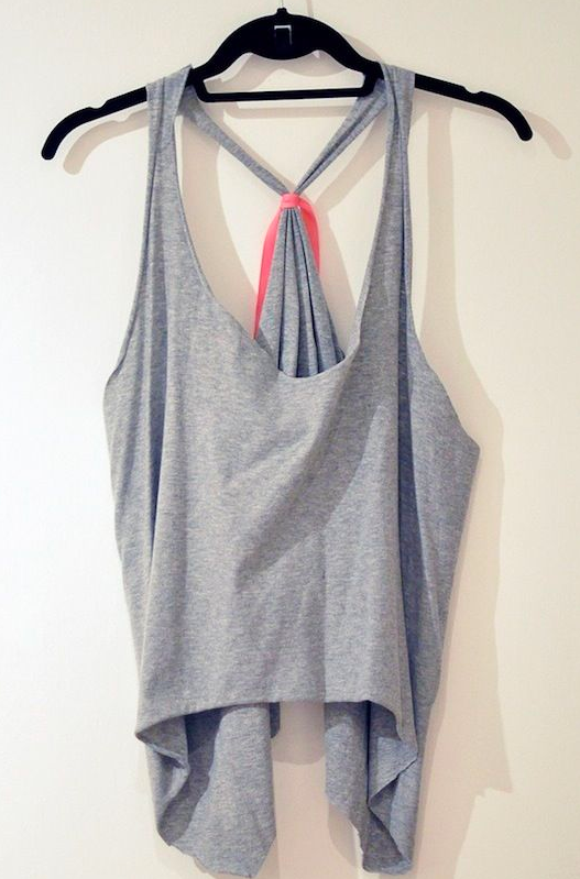 How to turn a T-shirt into a gym-top or vest for free 2